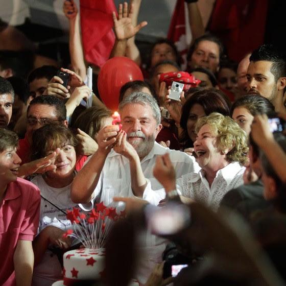 Lula e Marisa na festa de aniversário dele ,em 2010.Ela procurava uma sede para o Instituto Lula (Foto:  Ricardo Moraes / Reuters)
