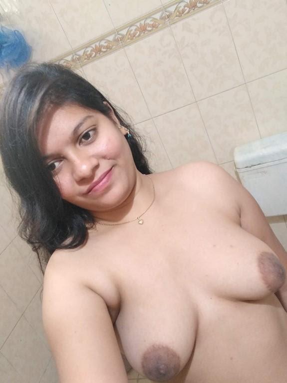 Sexy Bhabhi Showing Nude Body