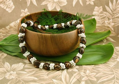 Brown Kukui Nut Deluxe with White Shells   Flower Leis
