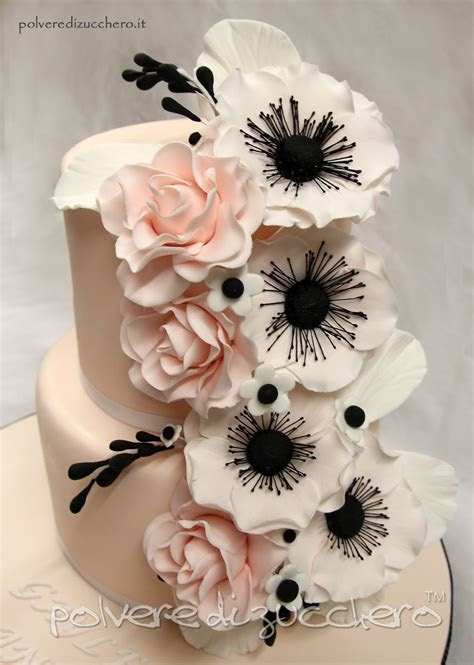 Wedding cake: torta nuziale con rose ed anemoni in pasta