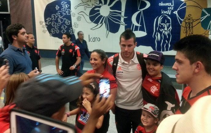 Desembarque Flamengo - Paulo Victor (Foto: Thales Soares)