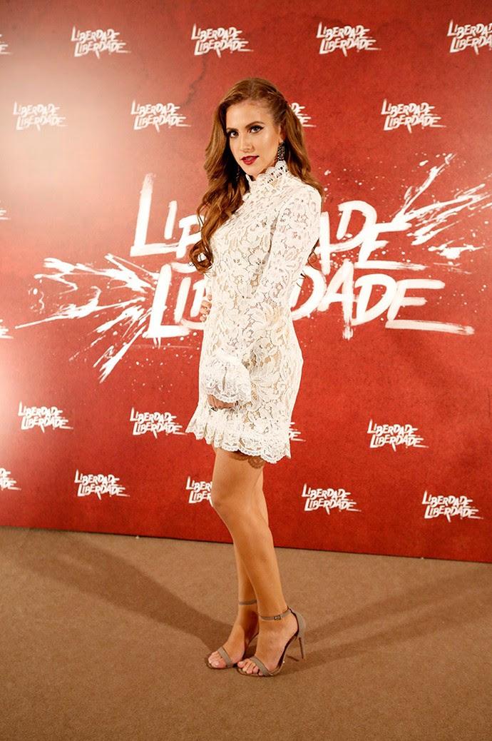 Hanna Romanazzi lindíssima com vestido todo rendado branco! (Foto: Fabiano Battaglin/Gshow)