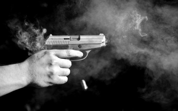 Βγήκαν τα όπλα σε θερμό επεισόδιο μεταξύ πολίτη και δημάρχου