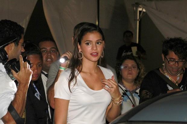 Bruna Marquezine deixa o Fashion Rio (Foto: Isac Luz / EGO)