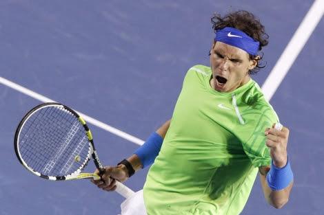 Nadal celebra su victoria en el cuarto set ante Djokovic en la final de Australia. | ELMUNDO.es