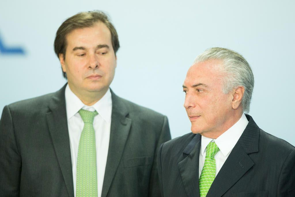 Movimento para Maia substituir Temer ganha força em Brasília