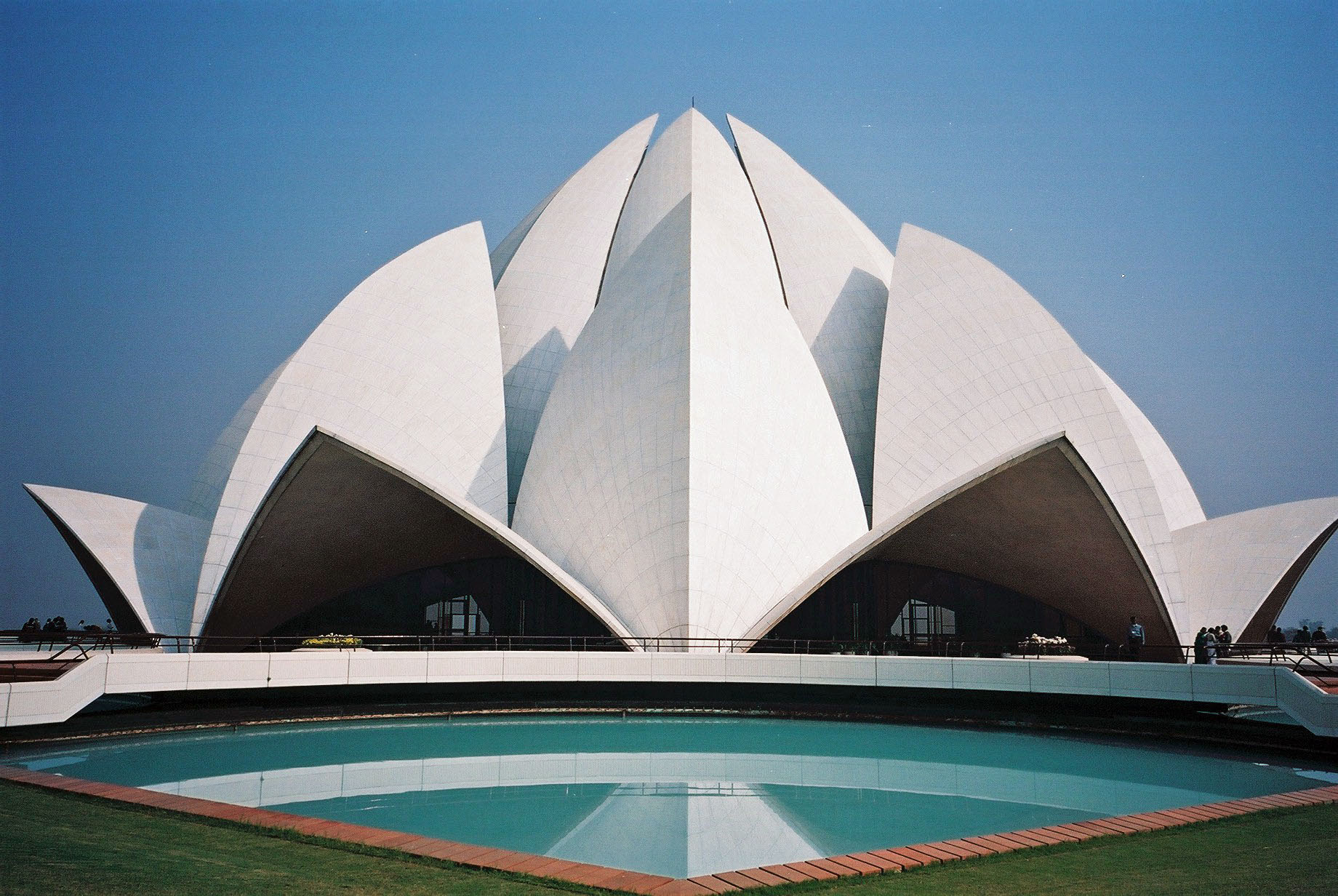 Lotus Temple - Top attractions in Delhi