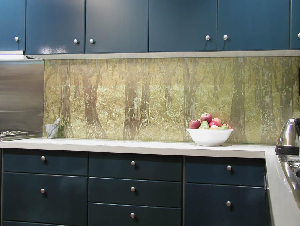30 Amazing Design Ideas For A Kitchen Backsplash: Kitchen Glass Wall Panels