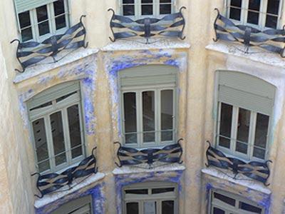 façade pedrera bleue.jpg