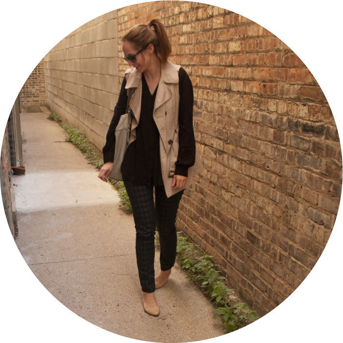 sleeveless trench, black and tan, houndstooth jeans, printed jeans, ootd, what to wear with black