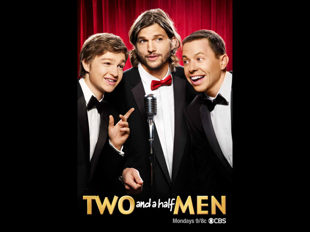 Ashton Kutcher, de smoking, em nova foto de 'Two and a half men' (Foto: Divulgação/CBS)