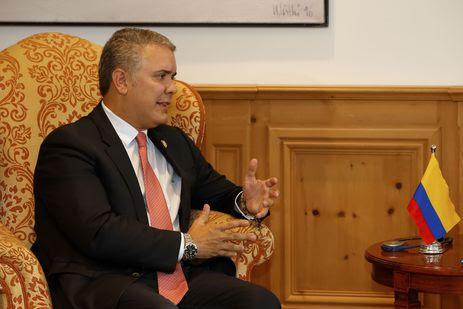 Presidente colombiano propõe diálogo nacional para solucionar crise
