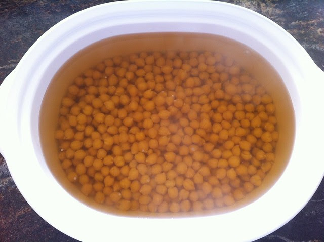 Cooked Chick Peas Ready to be Drained