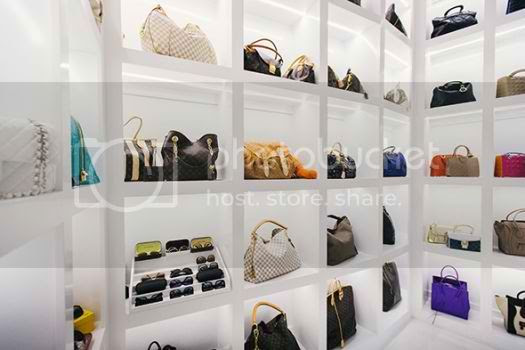 See The Biggest Closet Ever by Theresa Roemer photo biggest-celebrity-closet-04_zps5e186879.jpg