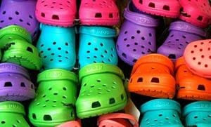 Crocs: Αναπαυτικά ή επιβλαβή για την υγεία μας;