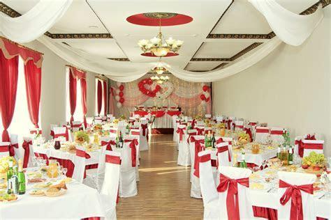 Decorating your wedding venue   Easy Weddings UK