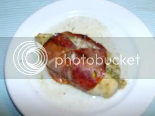 Peito de frango recheado molho pesto