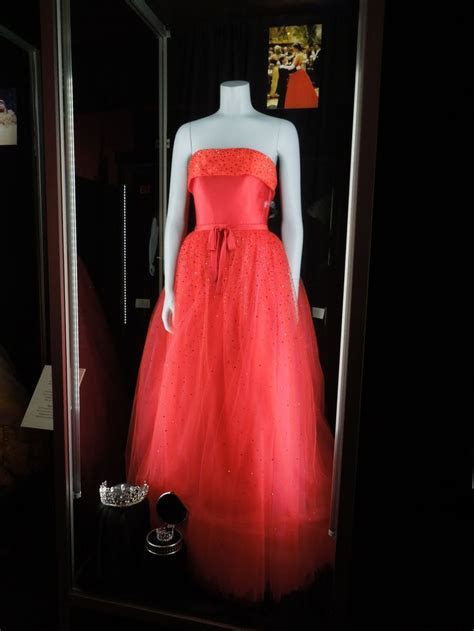 anne hathaway wedding dress princess diaries   and Props