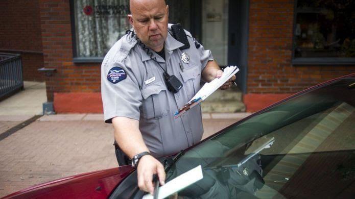 Les amendes pour des infractions mineures peuvent devenir un lourd fardeau pour les plus pauvres.