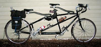 Gambar basikal tandem.