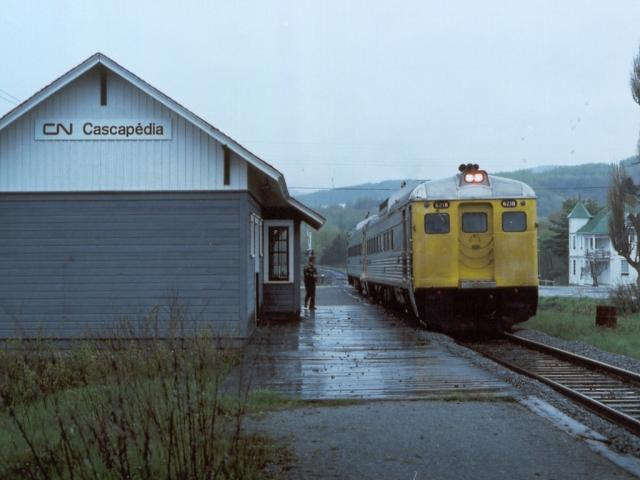 VIA RDC 6218 at Cascapedia station