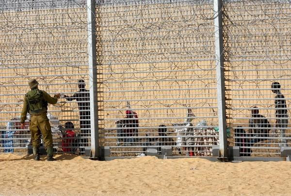 Israel agrees to admit three Eritrean refugees stranded at the border with Egypt