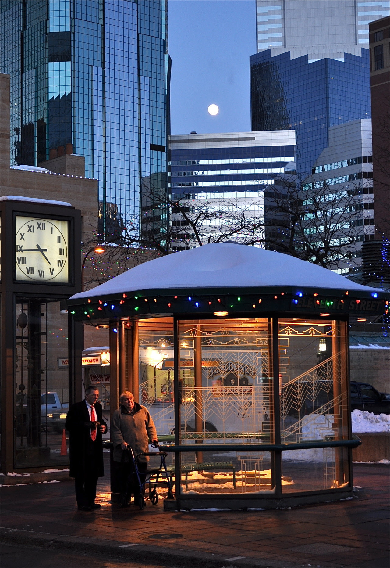 http://stuffaboutminneapolis.tumblr.com/post/105308146019/matt-barber58-moonrise-nicollet-mall