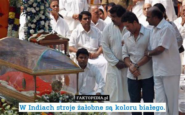 W Indiach stroje żałobne są koloru – W Indiach stroje żałobne są koloru białego.