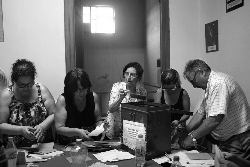 Escrutinio de votos observados en las elecciones departamentales del Partido Socialista. / foto: pablo vignali