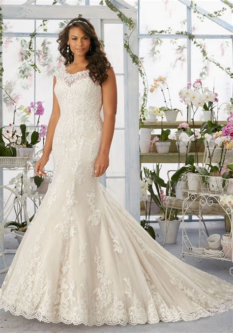 Alençon Lace Appliqués and Scalloped Edging Frosted with