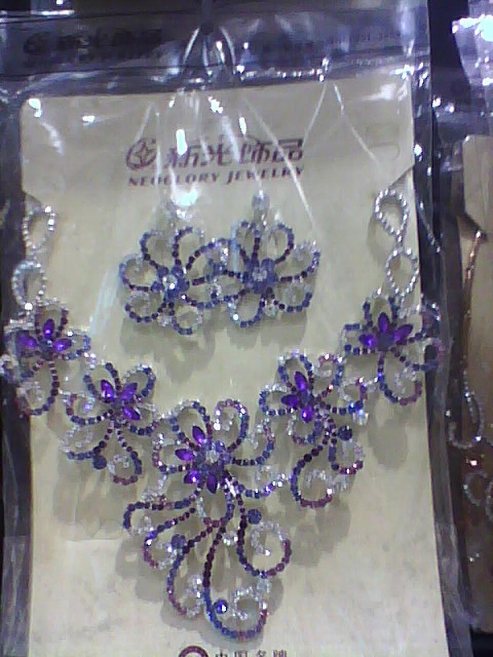 wedding hair accessories, wedding cakes, wedding dresses ring pillow, wedding accessories-70