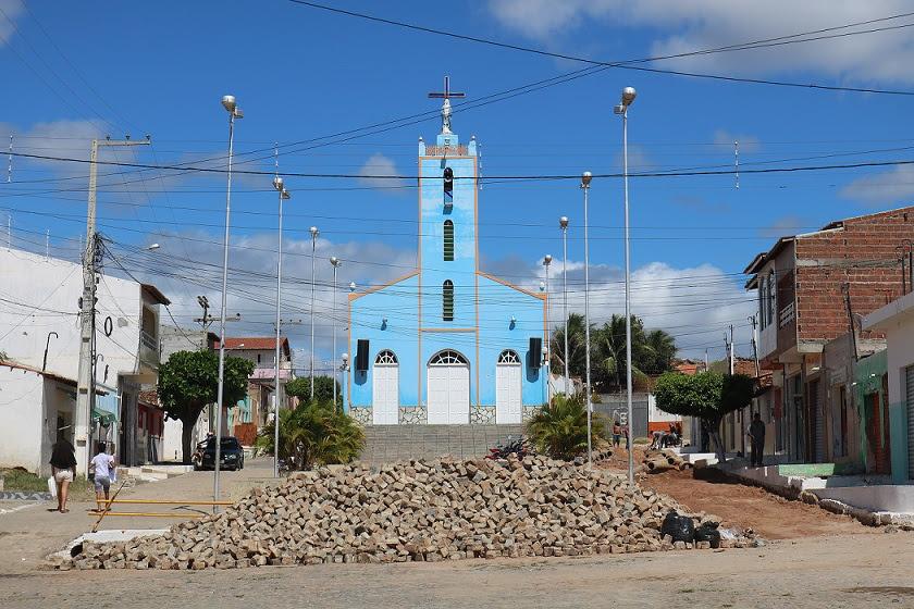 Prefeitura reabre o trânsito de veículos ao lado da igreja da Vila Delmiro