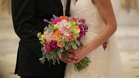 Spring and Summer Flower Trends: 2017 Wedding Trends
