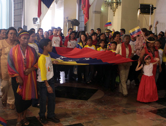Bandera venezolana confeccionada en honor al Libertador de América, Simón Bolivar. Foto: Prensa Miraflores