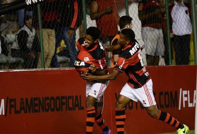 Gabriel celebra gol do Flamengo diante do América-MG (Foto: Staff Images/Flamengo)