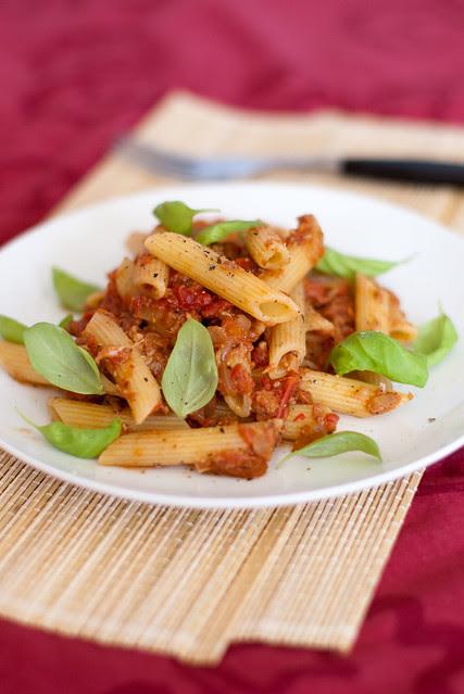 Penned tomati-tuunikalakastmega / Pennes with tomato and tuna sauce