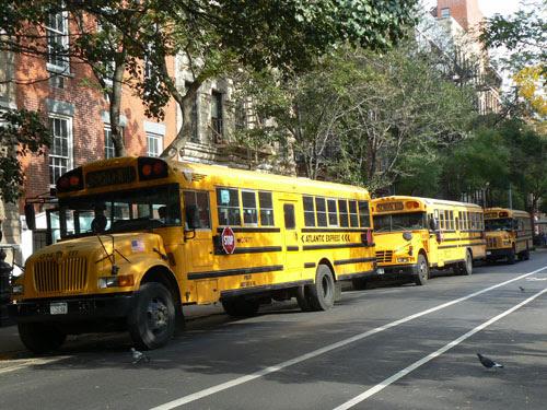 trois school buses à Chelsea.jpg