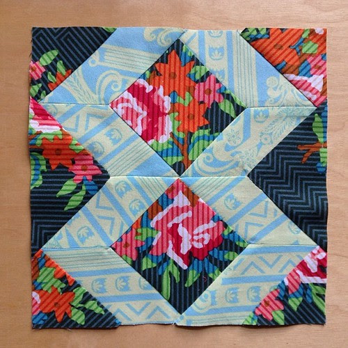 The first four y-seams were fine and then the last two had to be rescued with some hand stitching. Ribbons block #ponyclubquilt #annamariahorner
