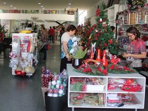 Artigos natalinos já podem ser comprados em Petrolina, PE (Foto: Carla Farias / G1)