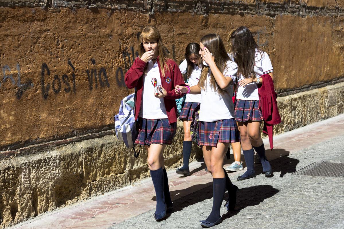 Como são os uniformes escolares em alguns países ao redor do mundo 18