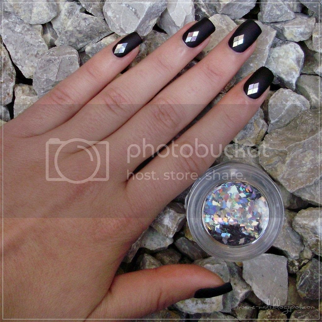 photo black_matte_nails_with_glequins_5_zps02nowwce.jpg