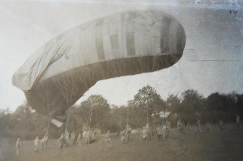 http://www.premiere-guerre-mondiale-1914-1918.com/image/uploader/uploadify/article/photo/123-1-1-ballon-captif-la-saucisse.jpg