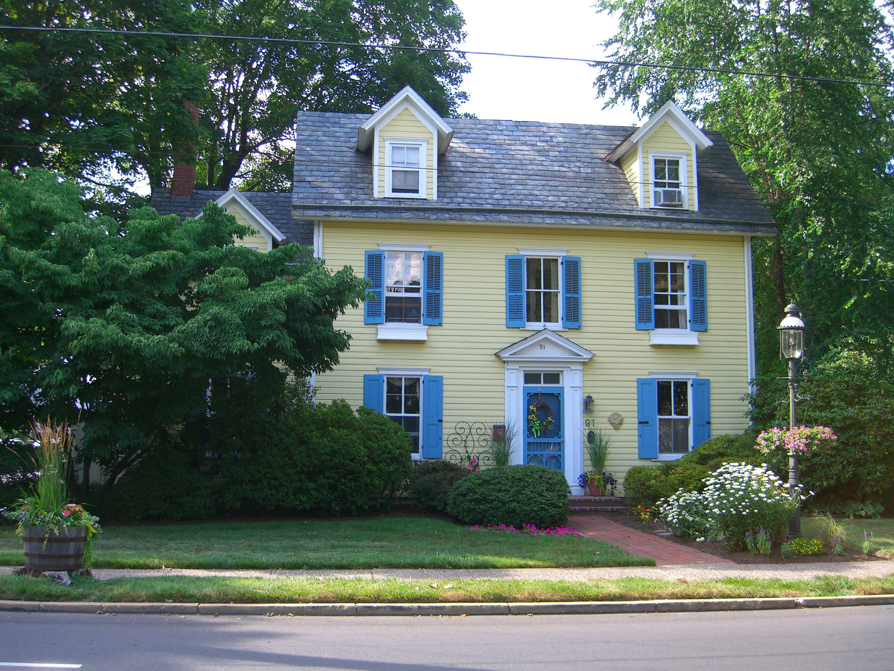 Is This Nancy Drew's House? (Vote!)   booksandbuttons