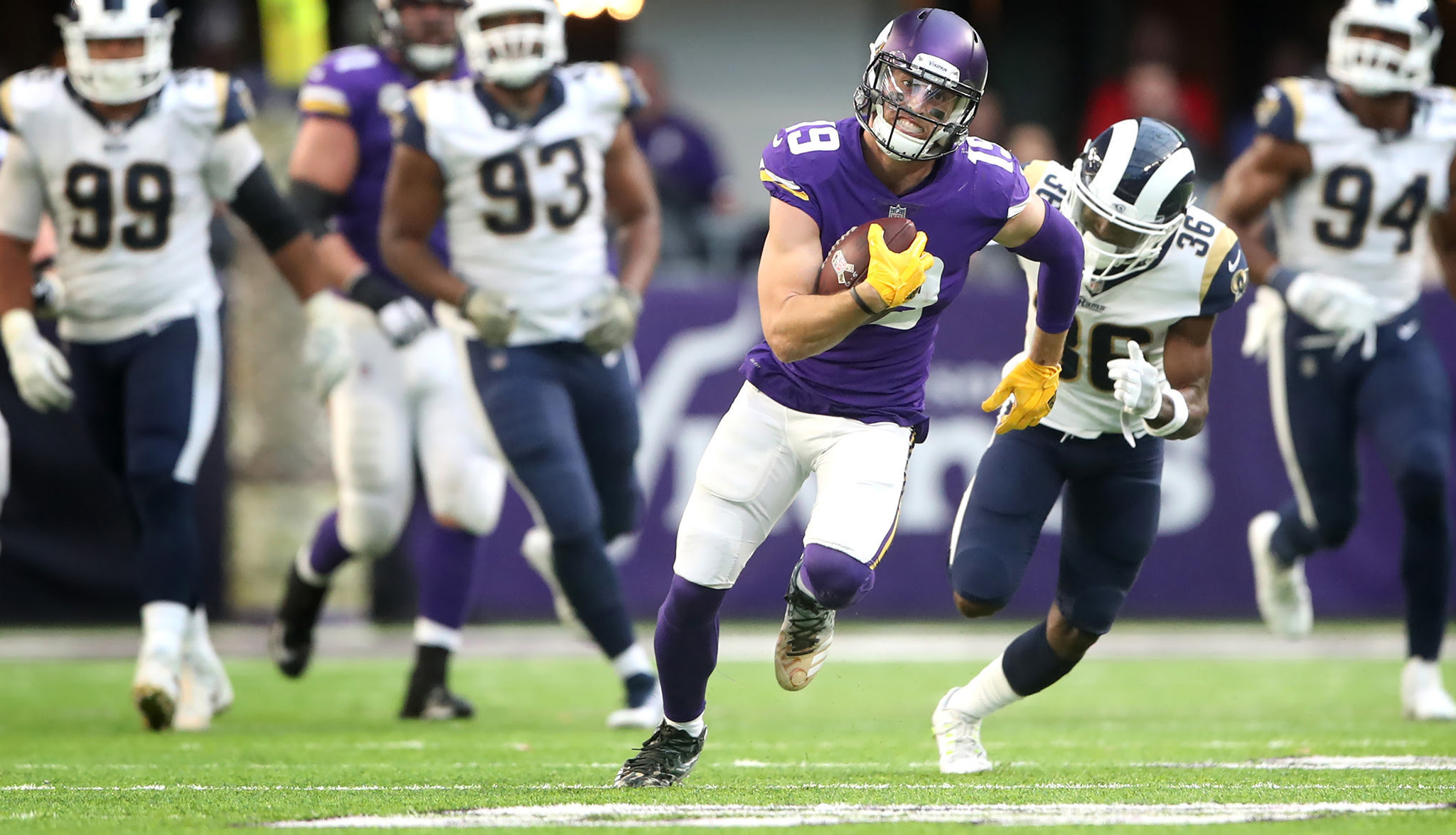Ask Farmer: Do bright receiver gloves help the quarterback?  Baltimore Sun