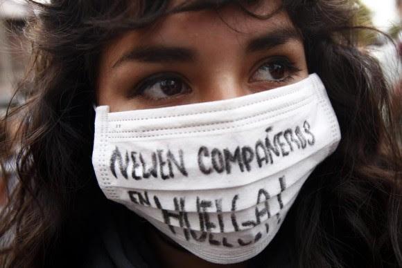 Los estudiantes de secundaria y universitarios reclaman una mejor educación en Chile. Foto: FELIPE TRUEBA (EFE)