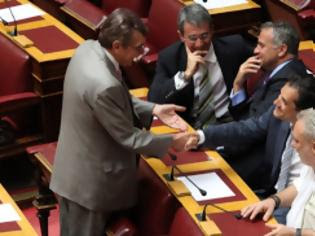 Φωτογραφία για Επιτυχία της Χρυσής Αυγής: Τους αναγκάζουμε να καταργήσουν το αφορολόγητο των βουλευτών