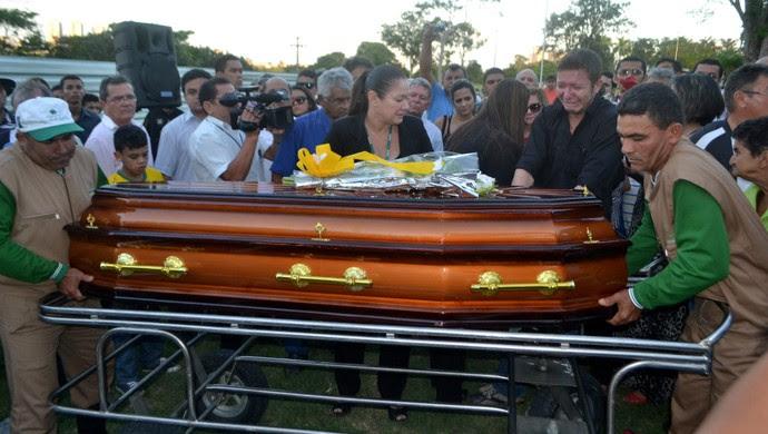 Enterro Marinho Chagas (Foto: Jocaff Souza/GloboEsporte.com)