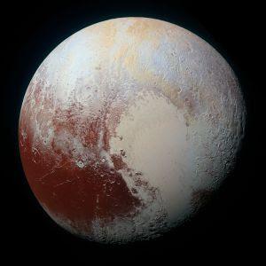La nueva imagen de Plutón que muestra el contraste entre las zonas heladas y las ricas en compuestos orgánicos
