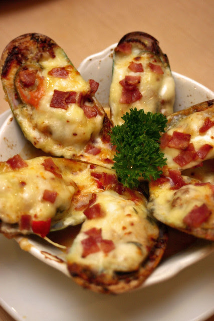 Cheesy Mussels