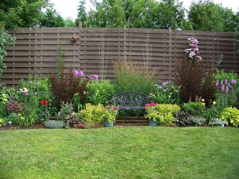 jardin flores cesped banco acero valla